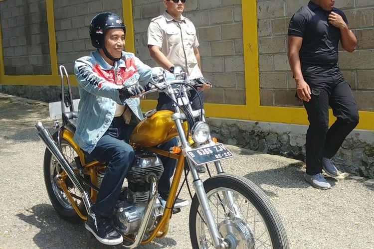 Jaket Denim Presiden Joko Widodo Jadi Berita, Ini Harganya