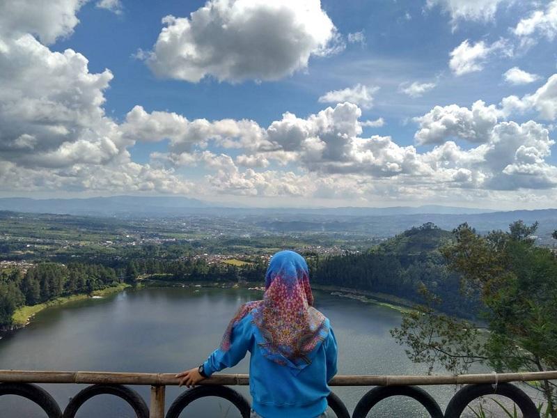 Menikmati Pesona Alam Wonosobo yang Indah dan Romantis dari Ketinggian Bukit Seroja