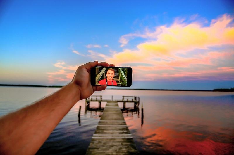 Bukan Selfie, Ternyata Ini Fungsi Awal dari Kamera Depan, Sudah Tahu?