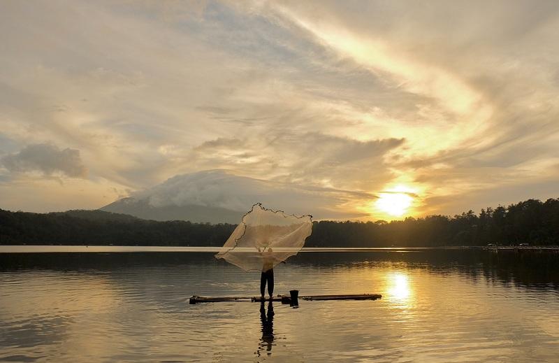 Berkunjung ke Danau Segitiga Emas di Lumajang untuk Saksikan Pemandangan Sunrise yang Indah